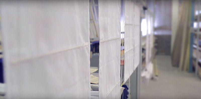 Fabrication d 39 un store bateau chez stores et on vous d voile tout for Voile et rideaux